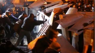 Столкновение демонстрантов с милицией в Киеве