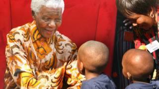 Нельсон Мандела с детьми