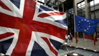 Флаги Британии и ЕС