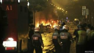 Xe bị đốt ở Singapore