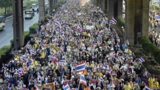 Opositores fazem manifestação na Tailândia (foto: Reuters)