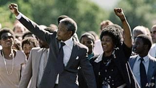 Nelson Mandela amaze kurekurwa muri 1990