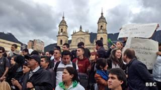 Manifestantes protestan por la destitución del alcalde de Bogotá, Gustavo Petro