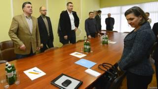 Виктория Нуланд встречается с Олегом Тягныбоком, Арсением Яценбком и Виталием Кличко