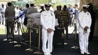 مراسلة بي بي سي في جوهانسبرغ تتحدث عن حزنها العميق أثناء جنازة مانديلا