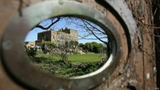 Casa victoriana vista por ojo puerta