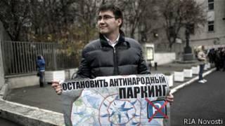 Протестующий против расширения зоны платных парковок в Москве