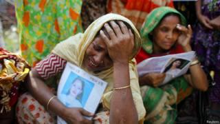 Familiares de las víctimas en Bangladesh