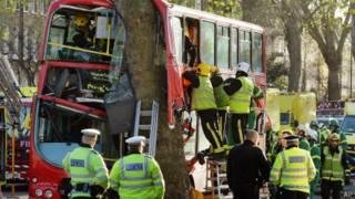 Автобус, попавший в аварию в Лондоне