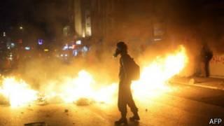الشرطة التركية تستخدم الغاز المسيل للدموع ضد آلاف المتظاهرين المناهضين للحكومة في اسطنبول