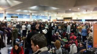 В Сочельник тысячи британцев не могут завершить свои путешествия