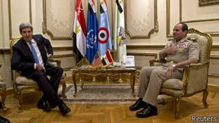 ژنرال سیسی رئیس ستاد ارتش مصر و جان کری