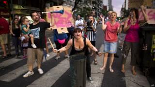 Argentinos protestam em Buenos Aires contra cortes de água e luz