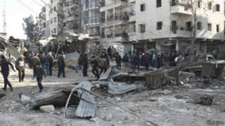 Hiện trường sau một vụ không kích ở Syria