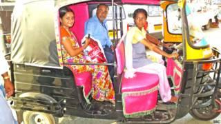 महिला ऑटो ड्राइवर