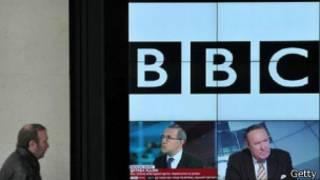 هاكر روسي يتمكن من اختراق الخادم الخاص بأجهزة الكمبيوتر التابعة لهيئة الإذاعة البريطانية وعرض على قراصنة أخرين إمكانية الدخول على نظام شبكة بي بي سي والتحكم بها نظير مقابل مادي.