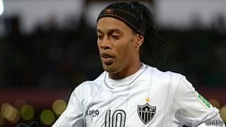 رونالدينيو من أبرز نجوم كرة القدم البرازيلية