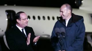Perezida Hollande ari kumwe na Padiri Georges Vandenbeush