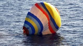 落在釣魚島附近海域的中國熱氣球(日本海上保安廳圖片1/1/2014)