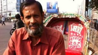 बांग्लादेश की राजधानी ढाका में एक रिक्शाचालक सिराज