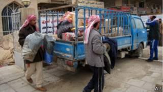 Residentes de Faluya se preparan para dejar la ciudad.