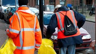 एमसटडर्म में सड़क साफ़ करते शराबी
