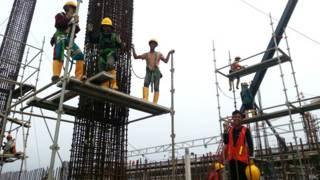 Construcción de una tienda Ikea en Yakarta, Indonesia.