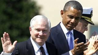 रॉबर्ट गेट्स के जून 2011 में आयोजित विदाई समारोह में राष्ट्रपति बराक ओबामा