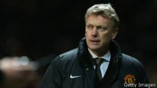 David Moyes of Manchister United looks at his players