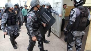 Tropa entrando em presídio do Maranhão (Reuters)