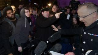Polícia é alvo de críticas em Londres. Foto: AFP