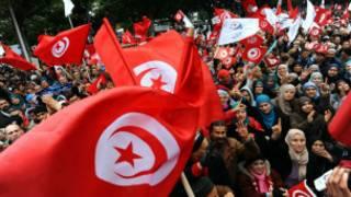 تونسيون يحيون ذكرى الثورة