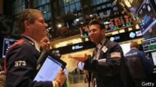 البنك الدولي يقول إن الاقتصاد العالمي يمر بمرحلة تحول.
