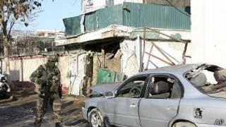Военные НАТО на месте взрыва в Кабуле
