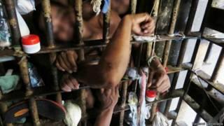 Detentos em cela de prisão no nordeste do Brasil (foto: Pastoral Carcerária)