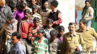 الشرطة تلقي القبض على 13 رجلًا متهمين في قضية الاغتصاب الجماعي