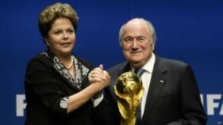 Dilma Rousseff e Joseph Blatter em Zurique | Foto: AP