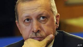 Parlamentarios turcos se pelean a golpes en plena sesión