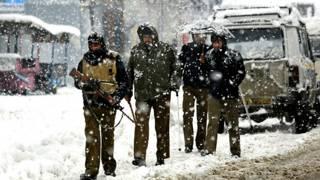 जम्मू कश्मीर में तैनात सेना के जवान