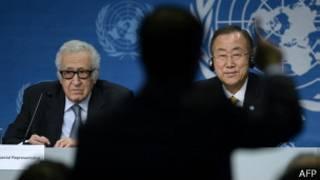 Lakhdar Brahimi (izquierda) y Ban Ki-moon, representantes de la ONU en Ginebra