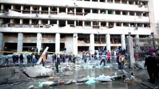 काहिराः पुलिस मुख्यालय के सामने कार में धमाका