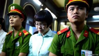 Huỳnh Thị Huyền Như tại tòa (ảnh Tuổi Trẻ)