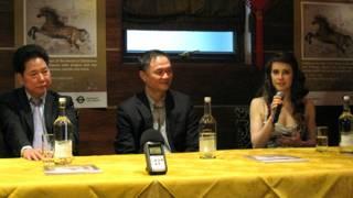 (左起)倫敦華埠商會主席鄧柱廷、秘書長鄭健強、李美潔。