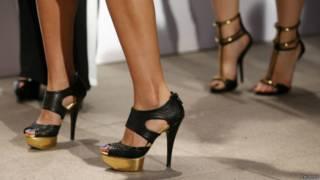 ऊंची हील के स्टिलेटो जूते