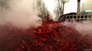 Xác pháo sau đêm giao thừa năm 2013 ở Trung Quốc