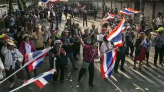 Manifestantes bloqueiam acesso a áreas de votação (foto: Getty)