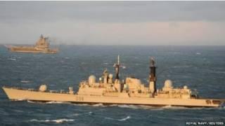 """英国皇家海军舰只和俄国""""库兹涅佐夫海军上将""""号航空母舰"""