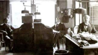 20वीं सदी के ऑफिस का एक दृश्य