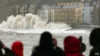 موجة تضرب الشوارع في بريطانيا