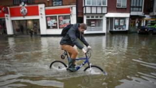 英國伯克郡水災災民